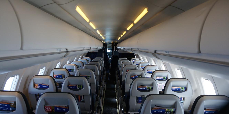 CRJ-700-interior
