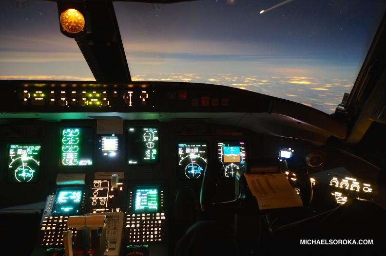 CRJ700-COCKPIT
